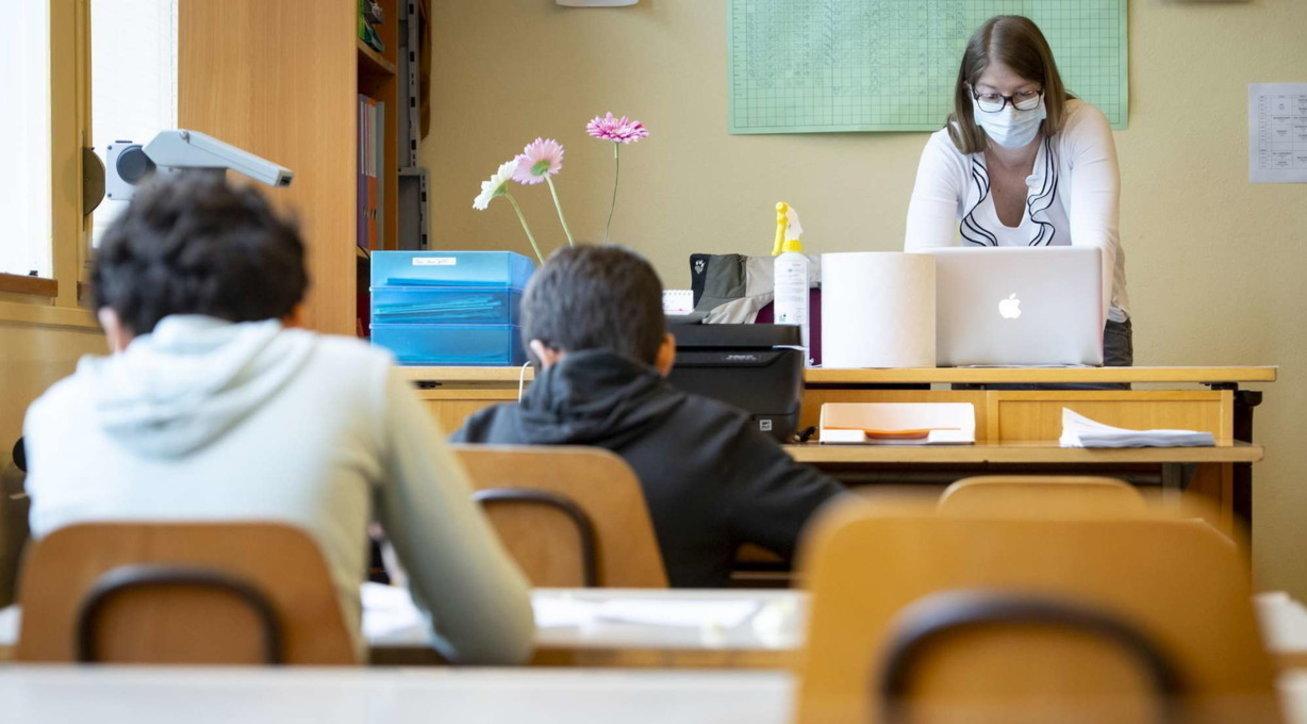 La scuola è un disastro a metà: pochi contagi, ma poca organizzazione
