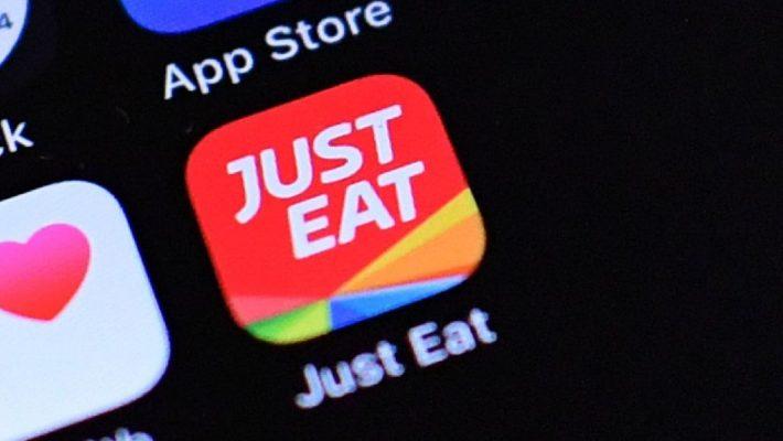 Just Eat, un passo avanti. Milano, un passo falso.