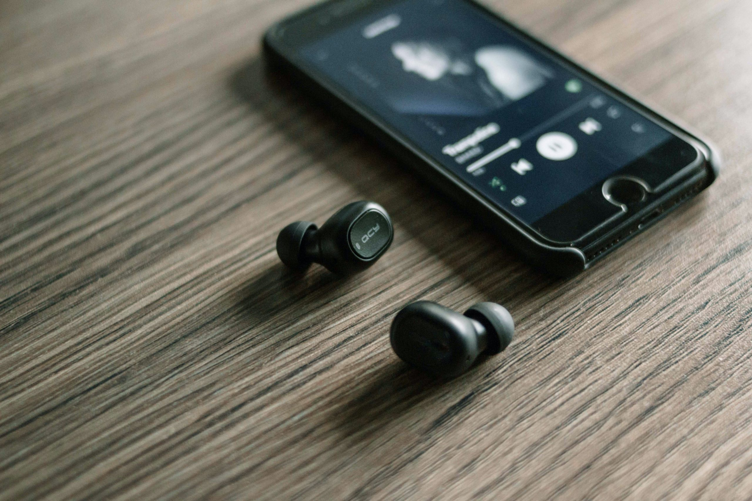 Musica in streaming: quanto lavoro sparisce se i cantanti fanno i discografici di se stessi?