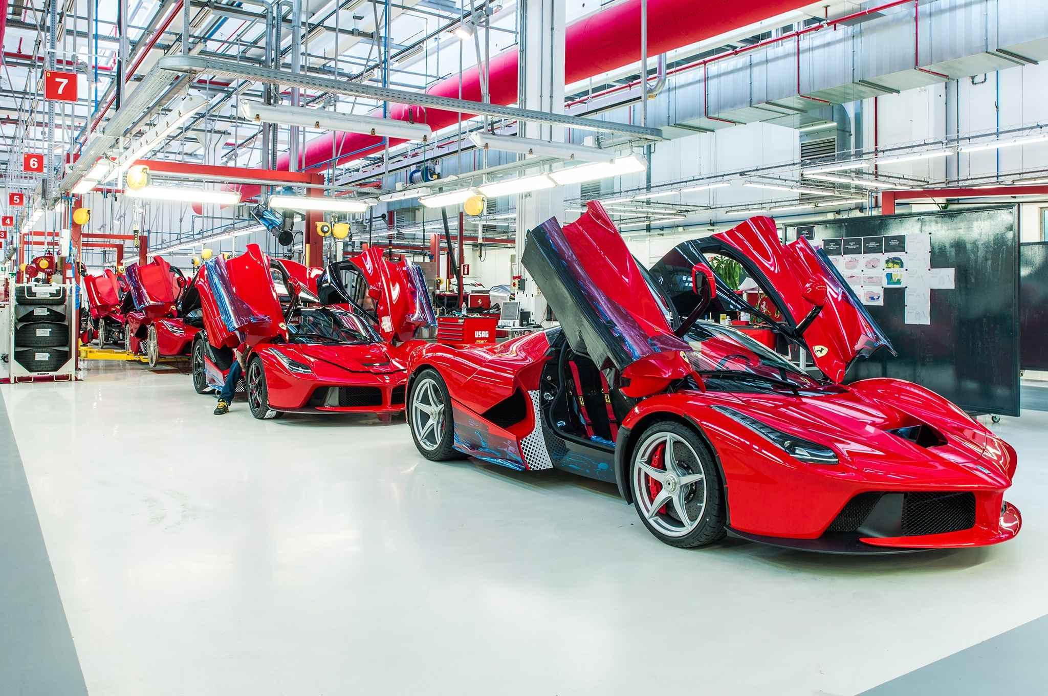 Motor Valley, auto Ferrari a fine produzione, pronte alla vendita