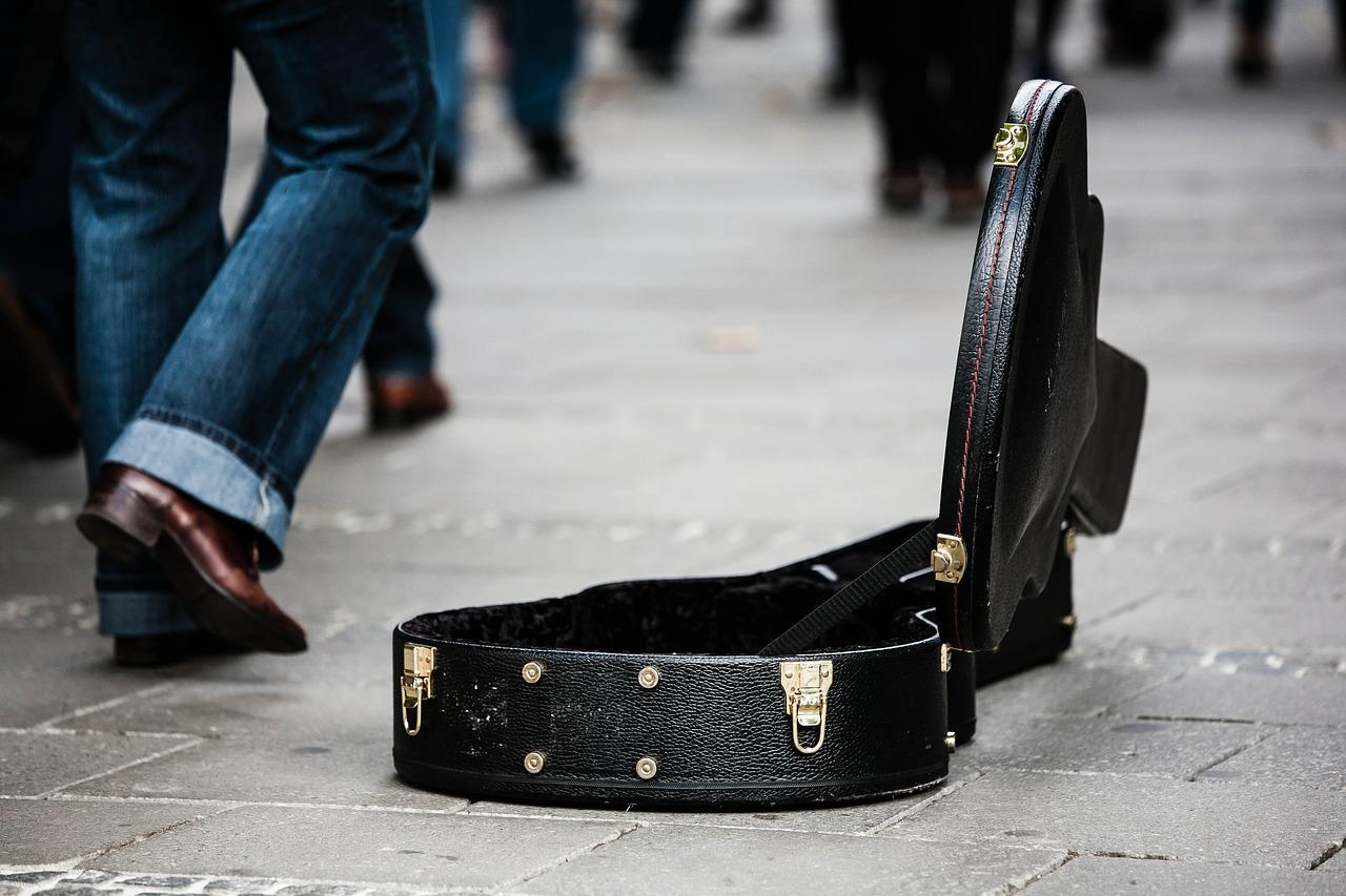 500€ una tantum vs 50.000€ a serata: ai lavoratori della musica un centesimo di Ibra e Fiorello
