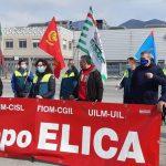 Elica, la manifestazione dei dipendenti davanti alla sede dopo l'annuncio della delocalizzazione.