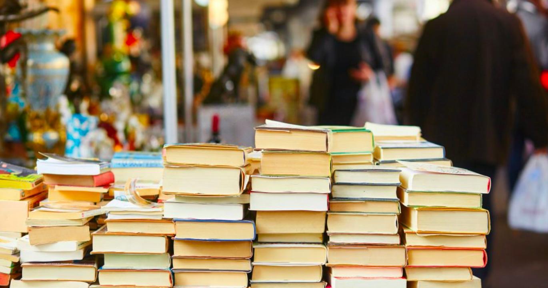Librai di strada e falsi miti: pagano tasse come i negozi