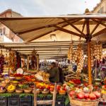 Commercio ambulante: un banco alimentare.