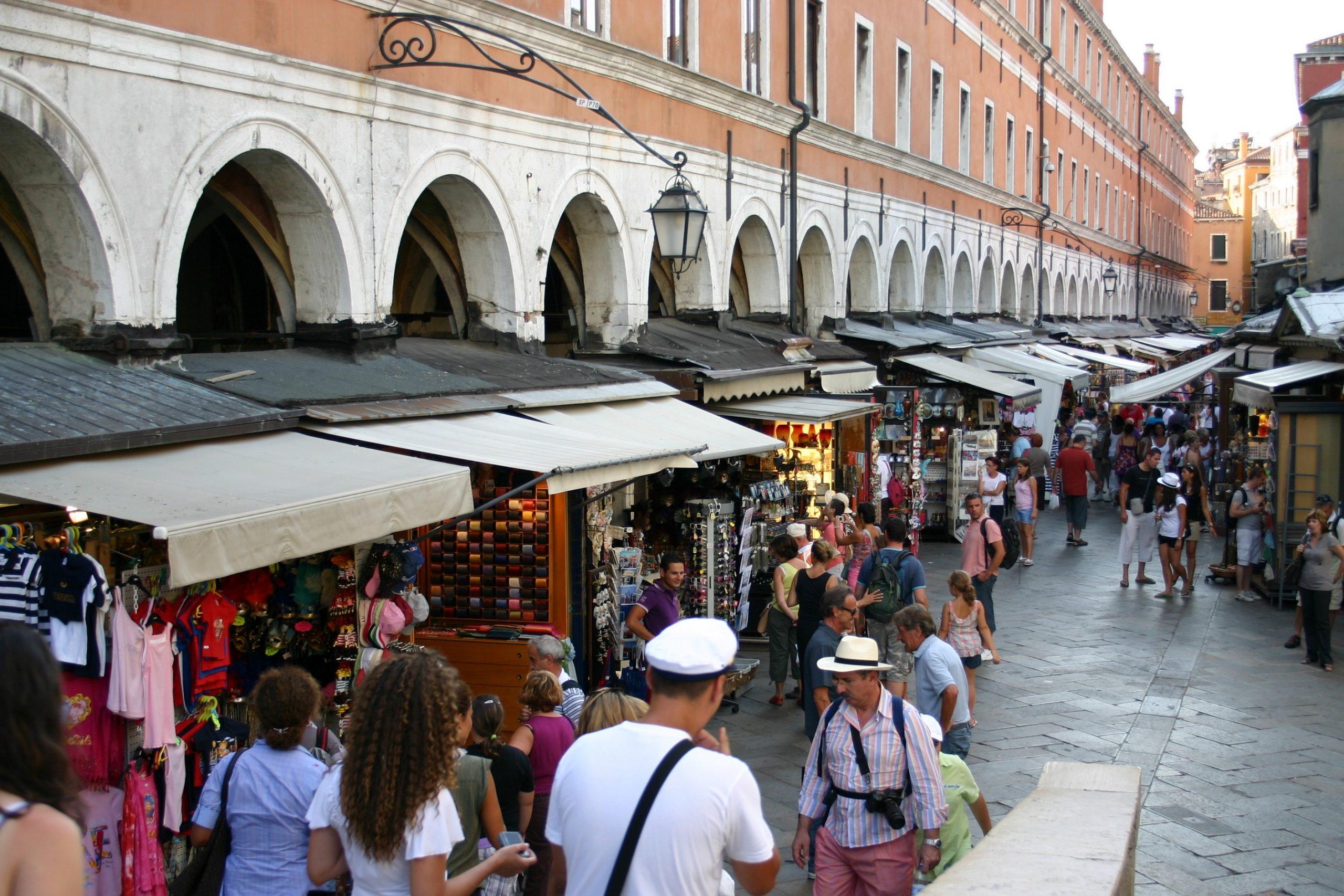 Veneto, ambulanti in crisi. E Venezia rimpiange i vecchi problemi