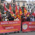 """Emersione, lavoratori migranti in piazza a Salerno per manifestare contro la """"truffa"""" delle regolarizzazioni."""