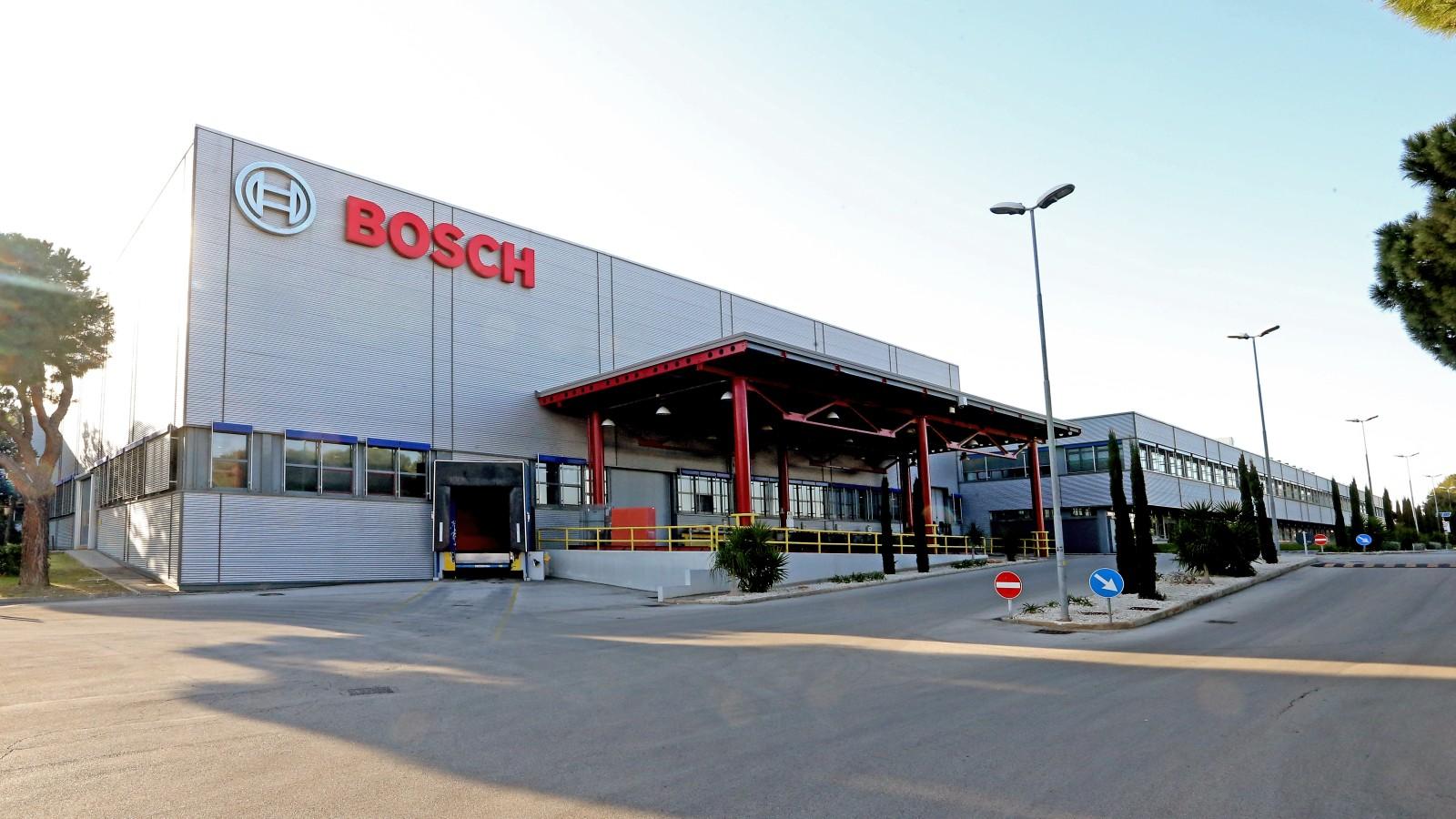 Automotive, il mercato chiede l'elettrico e la Puglia non risponde: alla Bosch rischiano in 600