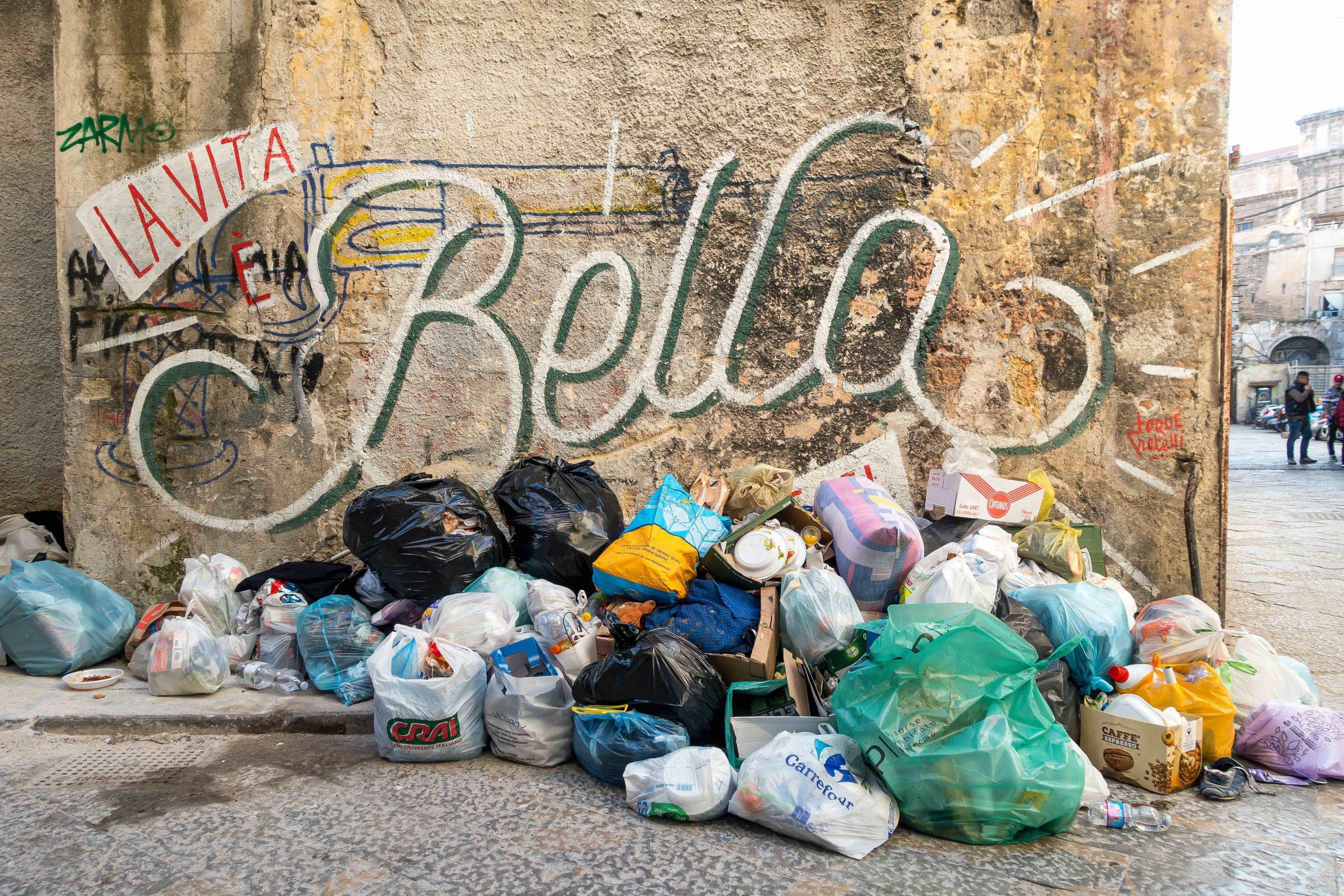 Un mezzo disastro virtuoso: l'Italia del riciclo, l'Italia del rifiuto